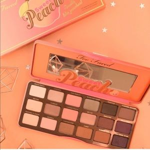 """Too Faced Makeup - 🍑Too Faced """"Sweet Peach"""" Eyeshadow Palette"""